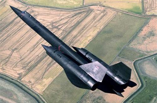 Máy bay trang bị cặp động cơ turbojet có đốt tăng lực lần 2 PW J58 cung cấp lực đẩy 110kN/chiếc cho tốc độ tối đa 3.540km/h ở trần bay 24.000m, trần bay cực đại lên tới 26.000m, tốc độ leo cao 60m/s, tầm bay hơn 5.000km. Ảnh: Wikipedia