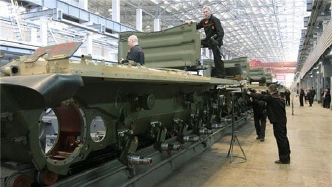 Tu san xuat duoc xe tang M1A1 Abrams, Ai Cap bo qua T-90 Nga?-Hinh-3