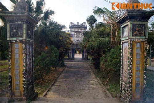 Nằm tại làng Hiền Lương, xã Phong Hiền, huyện Phong Điền, tỉnh Thừa Thiên - Huế, chùa Giác Lương được coi là một trong những ngôi chùa làng tiêu biểu nhất của xứ Huế.