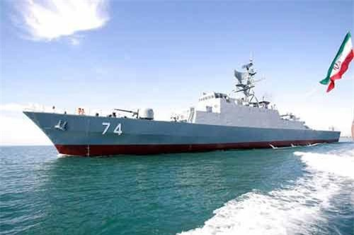 Theo những thông tin mới nhất vừa được Iran thông báo, khinh hạm Sahand lớp Miougde (Iran phân loại riêng là khu trục hạm - PV) cùng một tàu hậu cần đã được điều tới Vịnh Aden với nhiệm vụ bảo vệ, hộ tống các tàu buôn của Iran đi qua khu vực này. Nguồn ảnh: QQ.
