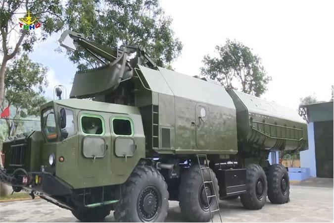 Radar bệ phóng 3P51 trong trạng thái gấp gọn. Ảnh: Truyền hình Hải quân