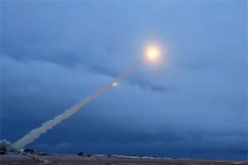 """Loại tên lửa sử dụng động cơ hạt nhân của Nga được các chuyên gia thừa nhận là """"vũ khí của tương lai"""" đúng như những gì Nga từng quảng cáo. Tuy nhiên cách đánh giá này lại mang ý châm chọc khi sự thật cho thấy điều hoàn toàn ngược lại. Loại tên lửa nói trên hoàn toàn không phải là loại vũ khí phù hợp với công nghệ của hiện tại. Nguồn ảnh: BI."""