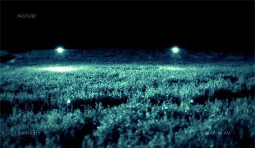 Những đốm sáng kỳ lạ thường xuyên xuất hiện quanh trang trại gây hoang mang xen lẫn hiếu kỳ. Ảnh: NYTimes