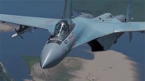 Ống pitot đã được lược bỏ trên chóp mũi tiêm kích Su-35S. Ảnh: Sputnik.