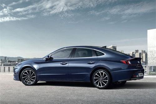 Hyundai Sonata (doanh số: 8.393 chiếc).