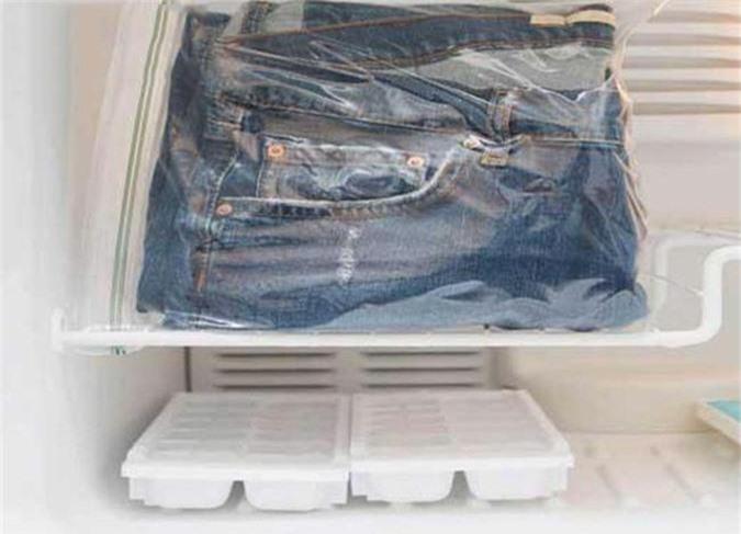 Cho quần Jean vào ngăn đá trước khi giặt giữ màu lâu hơn