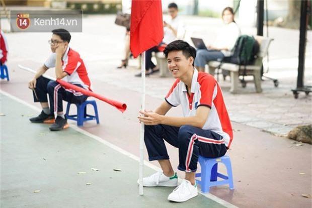 Hotboy cầm cờ đình đám một thời của trường Phan Đình Phùng nhan sắc thay đổi chóng mặt, gương mặt bây giờ phúng phính cực đáng yêu - Ảnh 8.