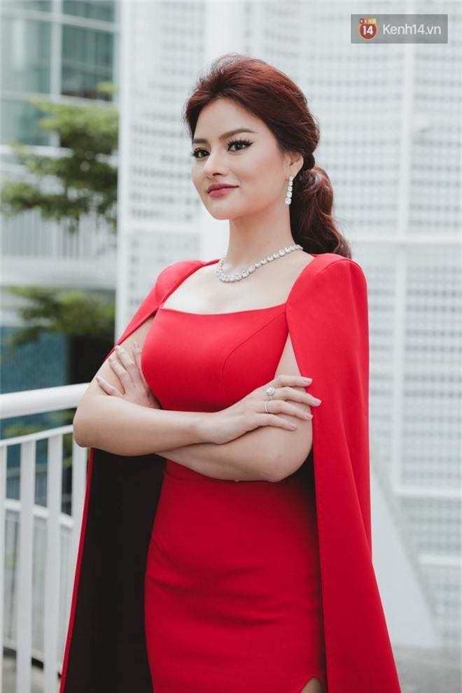 Sơ khảo Hoa hậu Hoàn vũ: Giám khảo Thanh Hằng thần thái chặt chém, Thúy Vân chưa thi đã chiếm spotlight giữa dàn mỹ nhân - Ảnh 3.