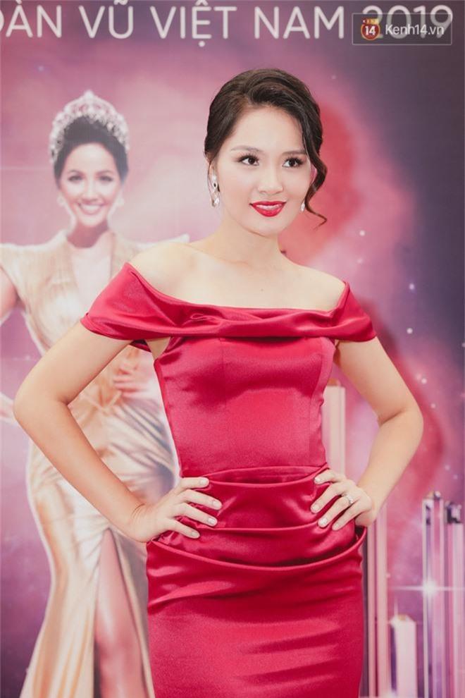 Sơ khảo Hoa hậu Hoàn vũ: Giám khảo Thanh Hằng thần thái chặt chém, Thúy Vân chưa thi đã chiếm spotlight giữa dàn mỹ nhân - Ảnh 5.