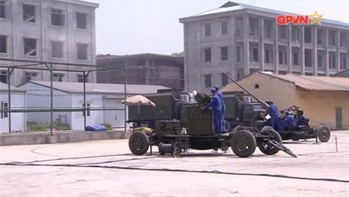Pháo phòng không S-60AZP cỡ  57 mm nâng cấp của Việt Nam cùng cụm thiết bị điều khiển hỏa lực tự động. Ảnh: Quốc phòng Việt Nam.