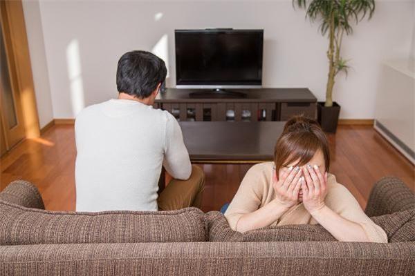 Lúc đầu cuộc sống vợ chồng tôi vất vả lắm, hết lần này đến lần khác thất bại. (Ảnh minh họa)