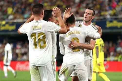 1. Real Madrid (tổng số tiền mua sắm: 305 triệu euro).