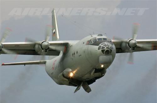 Thứ 5, máy bay vận tải quân sự và dân sự hạng trung 4 động cơ An-12, thực hiện các nhiệm vụ vận chuyển hàng hóa đến chiến trường và chở thương binh hay liệt sĩ từ chiến trường về Liên Xô. 10 máy bay An-12 đã bị bắn hạ hoặc gặp sự cố trong cuộc chiến. Ảnh: Wikipedia