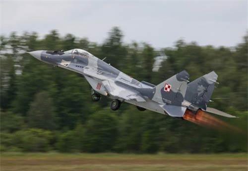 Năm 1985, không quân Syria bắt đầu biên chế tiêm kích MiG-29 do Liên Xô chế tạo. Việc quốc gia đối địch sở hữu tiêm kích hiện đại hàng đầu thế giới khi đó thúc đẩy Israel quốc gia luôn có hiềm khích với Syria tìm phương án đối phó để duy trì ưu thế chiến trường.