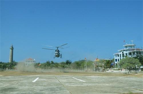 Theo dữ liệu Viện Nghiên cứu Hòa bình Quốc tế Stockhom (SIPRI), Việt Nam hiện có 8 chiếc Ka-28 được Liên Xô viện trợ trong giai đoạn 1989-1990. Trong ảnh là tổ bay trực thăng Ka-28 thuộc Trung đoàn Không quân 954 (trước khi nâng lên cấp Lữ đoàn 954). Ảnh: Báo Hải quân