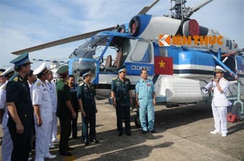 Ngoài 8 chiếc Ka-28, Không quân Hải quân Việt Nam còn có sự phục vụ của 4 chiếc trực thăng vận tải hải quân Ka-32T. Ảnh: Báo Kiến Thức
