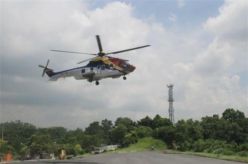 Ngoài dòng trực thăng Nga, Không quân Hải quân Việt Nam còn có sự góp mặt của 2 trực thăng đa dụng hiện đại Eurocopter EC225 Super Puma Mk II+ (Pháp chế tạo). Số máy bay này được Công ty Trực thăng miền Nam bàn giao lại. Ảnh: Báo Hải quân