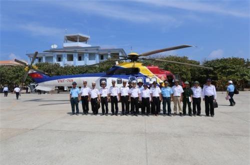 Theo nhà sản xuất, EC225 Super Puma MK II+ được thiết kế để thực hiện các nhiệm vụ bay biển. Nó được trang bị hệ thống điện tử hàng không hiện đại, đạt tầm bay xa, có thể chở 19-24 người hoặc hàng hóa. Nhìn chung, EC225 sẽ tham gia chủ yếu vai trò vận tải, tìm kiếm cứu hộ cứu nạn trong Không quân Hải quân Việt Nam. Ảnh: Báo Hải quân