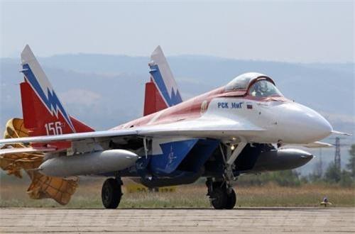 Chỉ có một chiếc MiG-29OVT được sản xuất và nhiệm vụ của nó chỉ dừng ở máy bay thao diễn nhào lộn trong các triển lãm hàng không. Ảnh: Airliners.net