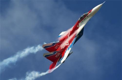 Máy bay được thiết kế với 8 giá treo vũ khí cho phép mang thêm 3 thùng nhiên liệu treo ngoài để tăng tầm bay. Ảnh: Airliners.net