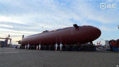 Tàu ngầm mini thế hệ mới của Hải quân Trung Quốc vừa được hạ thủy. Ảnh Sina.