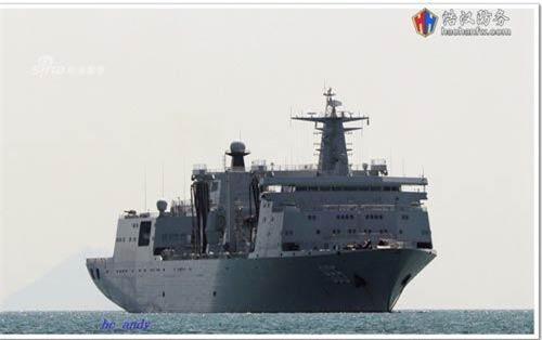 Trong biên chế của Hải quân Trung Quốc hiện đang có một loại tàu hỗ trợ hậu cần cực kỳ hiện đại mới chỉ được đưa vào biên chế cách đây ít năm, đó là các tàu lớp Type 901. Nguồn ảnh: Sina.