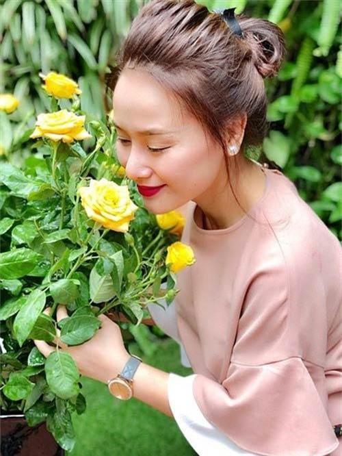 'Hiện tôi trong giai đoạn hài lòng với cuộc sống, suy nghĩ tích cực, làm những điều tốt nhất cho bản thân và cho con gái', Thu Phượng chia sẻ với Ngoisao.net.