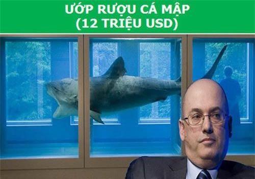 Năm 2004, tỷ phú người Mỹ Steve Cohen khiến dư luận xôn xao khi mua xác của một con cá mập hổ để làm vật trưng bày cho ngôi nhà của mình.