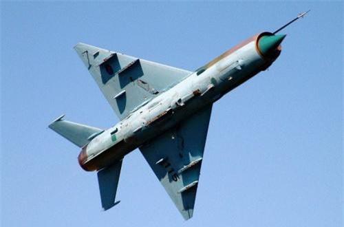 Thứ 3, tiêm kích đánh chặn MiG-21 huyền thoại thường sử dụng cho nhiệm vụ hộ tống đội hình cường kích. Ít nhất 21 chiếc bị bắn hạ và gặp tai nạn trong cuộc chiến. Ảnh: Wikipedia