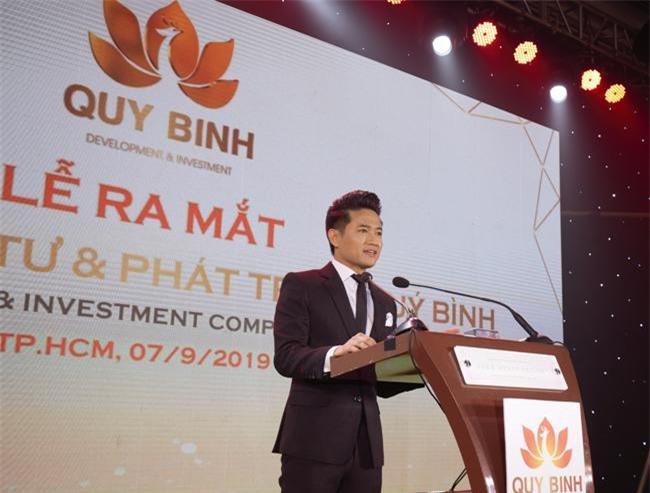 Nghệ sĩ Quý Bình trong buổi lễ ra mắt công ty của mình vào tối 7/9 (ảnh QB)
