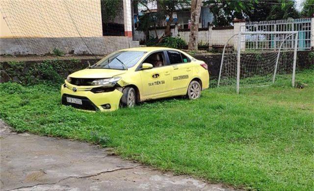 Chiếc taxi bị hai đối tượng cướp