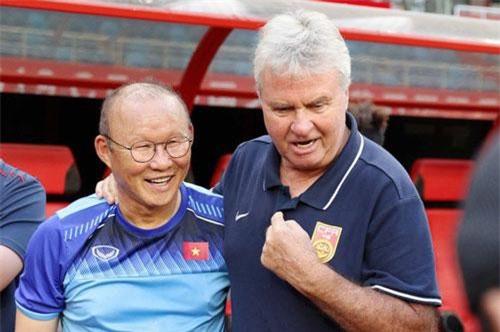 HLV Park Hang Seo tái ngộ HLV Guus Hiddink trước trận đấu giữa U22 Việt Nam và U22 Trung Quốc