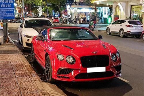Bentley Continental Supersports Convertible là một hãng xe được ưa chuộng bởi giới thượng lưu, Bentley không còn là một cái tên quá xa lạ với nhiều dòng xe được nhập khẩu chính hãng cũng như từ các đại lý bên ngoài. Mới đây, một chiếc Continental Supersports Convertible phiên bản 2018 âm thầm xuất hiện tại Việt Nam.