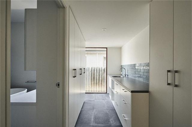 Cải tạo ngôi nhà nhỏ đổ nát trở thành không gian sống ấm cúng và hiện đại - Ảnh 12.