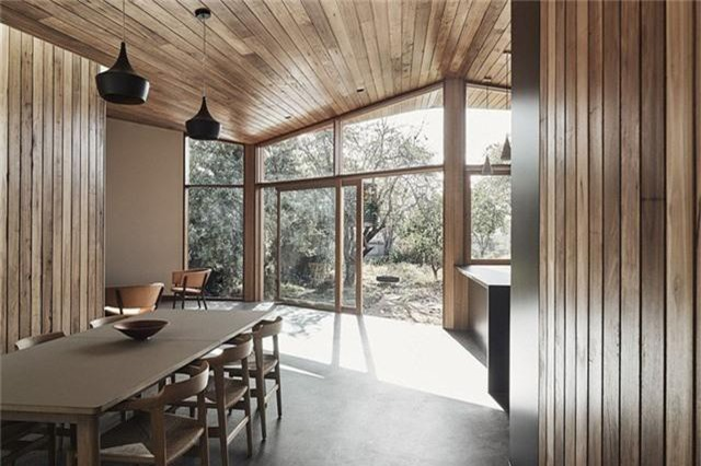 Cải tạo ngôi nhà nhỏ đổ nát trở thành không gian sống ấm cúng và hiện đại - Ảnh 2.