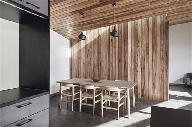 Cải tạo ngôi nhà nhỏ đổ nát trở thành không gian sống ấm cúng và hiện đại - Ảnh 3.
