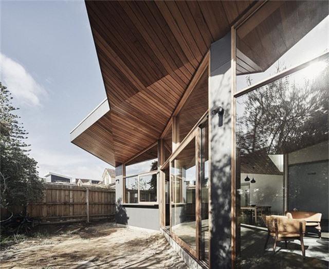Cải tạo ngôi nhà nhỏ đổ nát trở thành không gian sống ấm cúng và hiện đại - Ảnh 6.