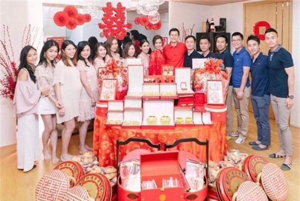 Lễ đăng ký kết hôn của Thần tiên tỷ tỷ Văn Vịnh San với đại gia: Lấn lướt hôn lễ của tỷ muội cạch mặt Angela Baby - Ảnh 11.