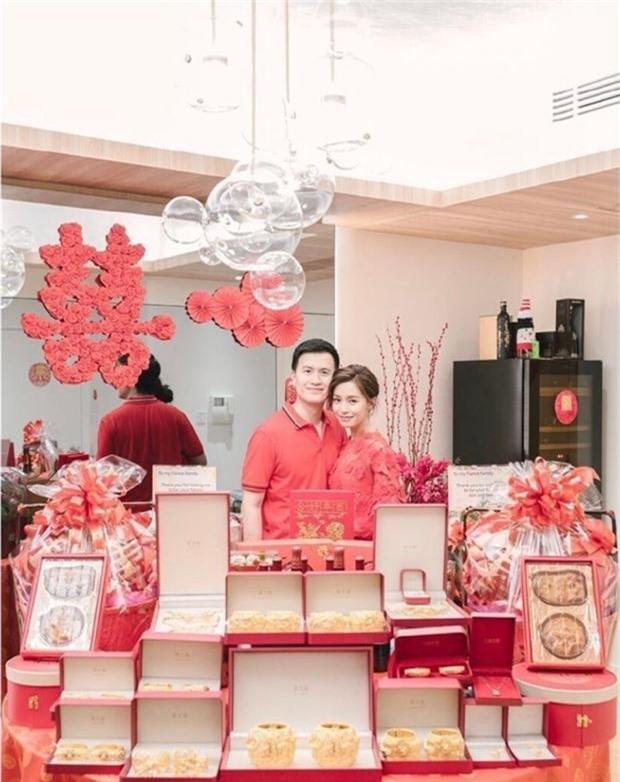 Lễ đăng ký kết hôn của Thần tiên tỷ tỷ Văn Vịnh San với đại gia: Lấn lướt hôn lễ của tỷ muội cạch mặt Angela Baby - Ảnh 12.