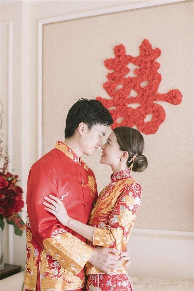 Lễ đăng ký kết hôn của Thần tiên tỷ tỷ Văn Vịnh San với đại gia: Lấn lướt hôn lễ của tỷ muội cạch mặt Angela Baby - Ảnh 2.
