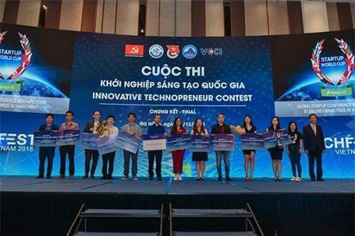 Các startup từ Techfest Vietnam 2018 đều đạt thành tích vang dội trên đấu trường quốc tế (Medlink – thứ tư từ phải qua, Abivin – thứ ba từ phải qua)