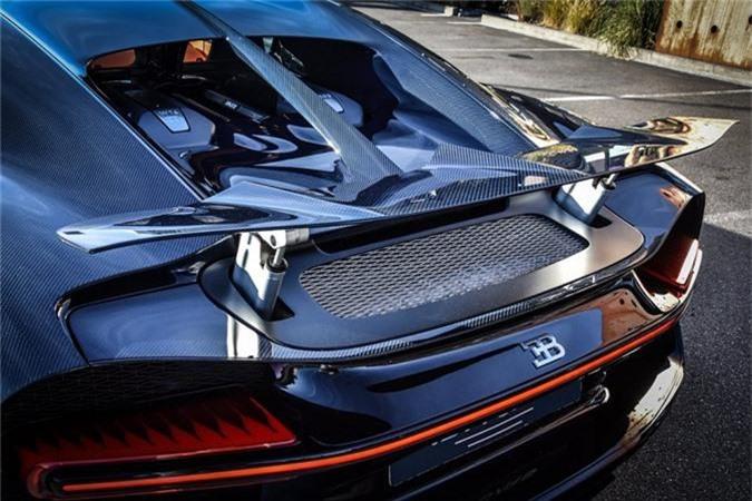 Sieu xe Bugatti Chiron ham ho voi than xe soi carbon xanh-Hinh-2