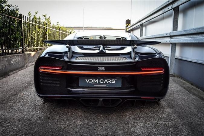 Sieu xe Bugatti Chiron ham ho voi than xe soi carbon xanh-Hinh-4