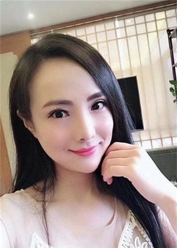 Soi cuoc song cua Can Lo Lo sau khi bi duoi khoi showbiz-Hinh-10