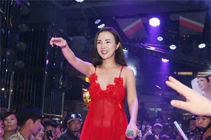 Soi cuoc song cua Can Lo Lo sau khi bi duoi khoi showbiz-Hinh-2