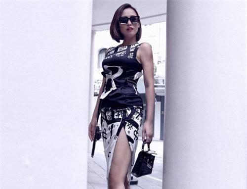 """Lã Thanh Huyền vừa trở thành người mẫu cho bộ sưu tập mang tên """"Câu chuyện của cô nàng quyến rũ"""" của NTK Cao Minh Tiến. Đây là một trong những lần hiếm hoi người đẹp """"Phụ nữ thế kỷ XXI"""" tái xuất, tham gia vào các hoạt động nghệ thuật."""