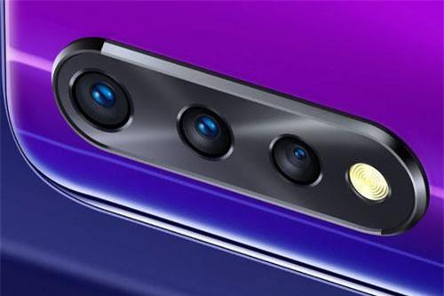 Vivo Z1x có 3 camera sau.