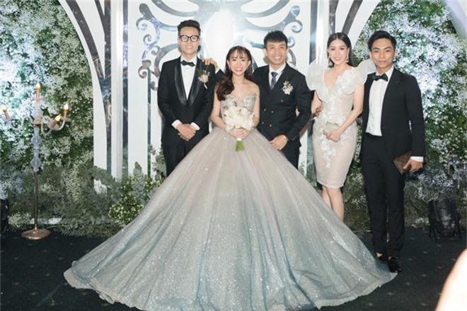 Dàn sao Việt khủng góp mặt trong đám cưới ái nữ đại gia nghìn tỷ Minh Nhựa: Trấn Thành, vợ chồng Khánh Thi, Soobin đổ bộ - Ảnh 2.