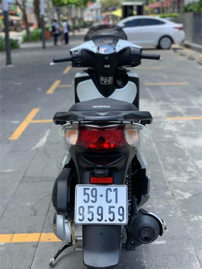 Bo suu tap xe Honda SH doi cu gia tren 300 trieu dong/xe hinh anh 2
