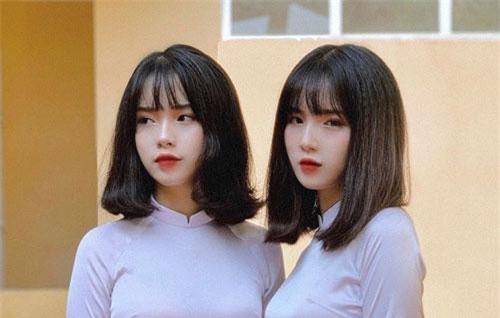 Info cho hội mê gái xinh: Nữ sinh Nguyễn Thanh Nga và Nguyễn Thanh Hằng, học sinh lớp 12 trường THPT Nguyễn Huệ (Yên Bái).